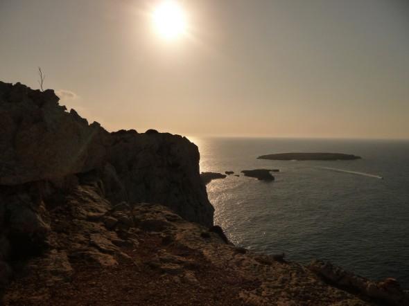 Vista de la Illa d'es Porros desde el faro de Cavalleria
