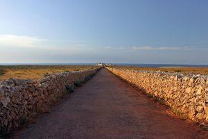 Acceso al Far de Punta Nati
