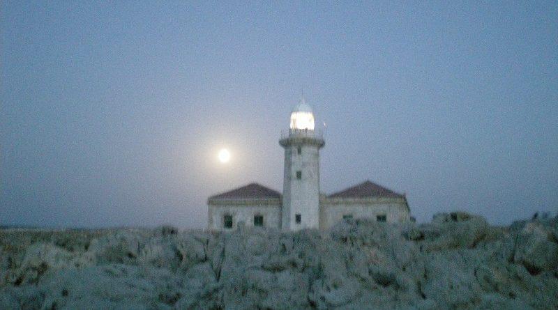 Luna llena en Punta Nati.