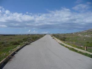 Tramo de asfalto del Camí de Cavalls