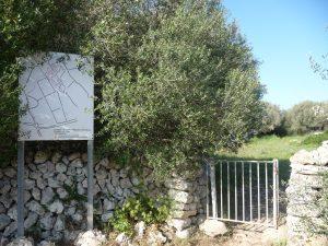 Puerta de entrada a Torretrencada y mapa