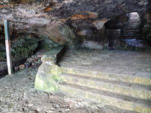 Escaleras de acceso a Cova des Pardals