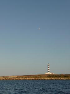 Luna sobre Faro de l'Illa de l'Aire - P1110571