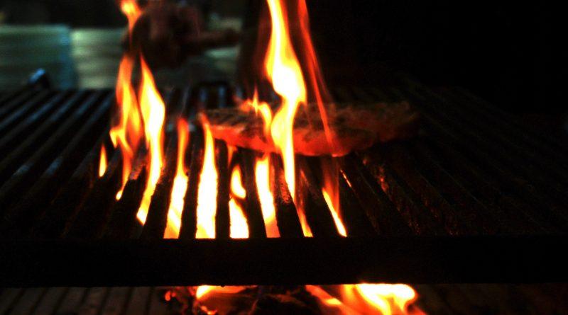 Carne a la brasa - mandimandi