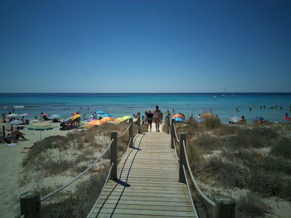 Acceso a la playa de Son bou